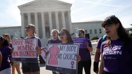 ΗΠΑ: Νίκη στο Ανώτατο Δικαστήριο για τους αντιπάλους των αμβλώσεων