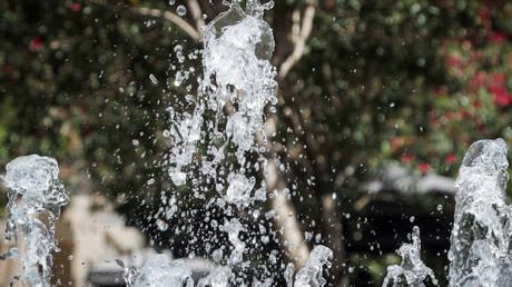 Κύμα ζέστης σαρώνει τη Βρετανία – Σε επίπεδα ρεκόρ ο υδράργυρος