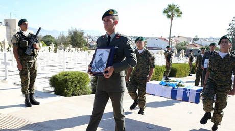 Κύπρος: Παραδόθηκαν στρατιωτικά ευρήματα και εξοπλισμός του ΝΟΡΑΤΛΑΣ