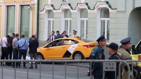 Μόσχα: Αποκοιμήθηκε στο τιμόνι ο οδηγός του ταξί που παρέσυρε πεζούς (pics)