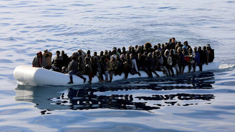 Νέα ναυάγιο με φουσκωτό στα ανοιχτά της Λιβύης – 60 νεκροί