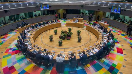 Νέος γύρος διαπραγματεύσεων στη Σύνοδο Κορυφής για το μεταναστευτικό μετά το βέτο της Ιταλίας