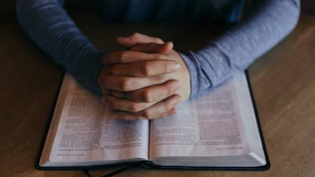 Οι θρησκευόμενοι ζουν περισσότερο από τους άθρησκους