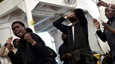 Στη Βαλένθια έληξε η «oδύσσεια» των 629 μεταναστών του Aquarius