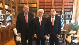 Στον Πρόεδρο της Δημοκρατίας Τανγκ και Κούβελος