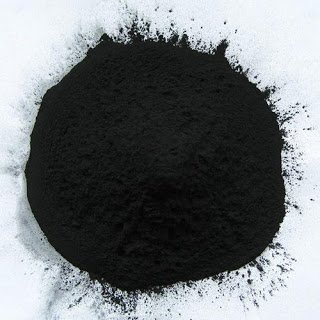 Τι είναι ο ενεργός άνθρακας; Που ωφελεί και πότε πρέπει να αποφεύγεται; Προκαλεί μαύρες κενώσεις