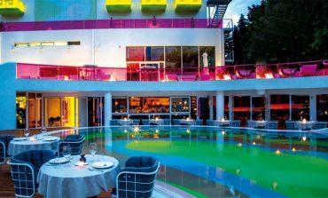 «Nolita» by the pool...στο Κεφαλάρι