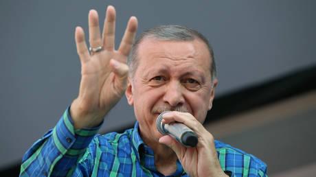 DW: Δύσκολες ημέρες για τον Ερντογάν, μπορεί ακόμη και να χάσει τις εκλογές