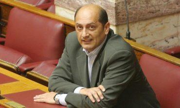 Παύση έξι μηνών στον Πέτρο Μαντούβαλο για εξαπάτηση πελάτισσάς του