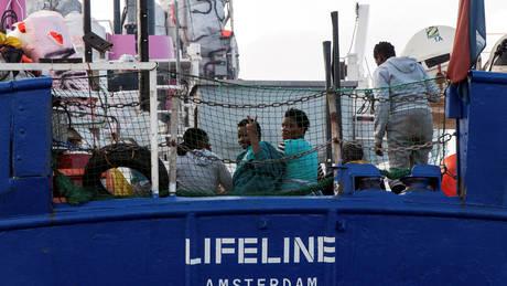 Tο πλοίο Lifeline ψάχνει λιμάνι στη Γαλλία