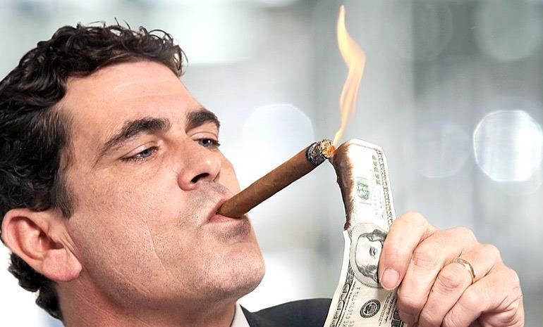 Να τα κάψεις τα λεφτά σου! Γράφει ο Χ. Χωμενίδης