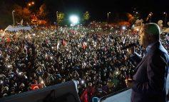 Ο Ερντογάν πανυγηρίζει τη νίκη του από τον α' γύρο - Κερδίζει και τη Βουλή