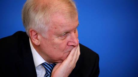 Γερμανία: Παραίτηση Ζεεχόφερ ζητά η αντιπολίτευση μετά την αυτοκτονία νεαρού μετανάστη