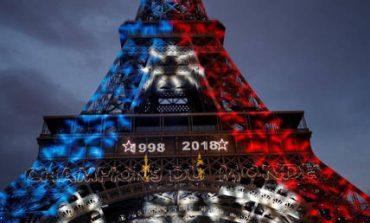 Το Παρίσι πανηγυρίζει την κατάκτηση του Μουντιάλ