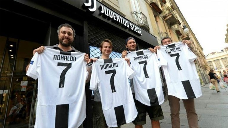 Γιουβέντους: Σε μία ημέρα πουλήθηκαν 520.000 φανέλες του Ρονάλντο !