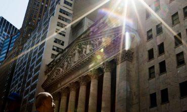 Οριακές οι απώλειες στη Wall Street