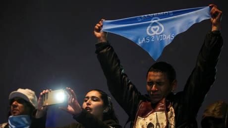 Αργεντινή: Καταψηφίστηκε η αποποινικοποίηση των αμβλώσεων