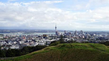 Γιατί η Νέα Ζηλανδία απαγορεύει την αγορά κατοικιών από ξένους