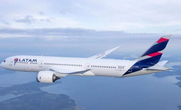 Επιβατικό αεροσκάφος της LATAM έκανε κατεπείγουσα προσγείωση εξαιτίας απειλής για βόμβα