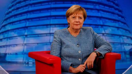 Η Μέρκελ απορρίπτει πρόταση της ΕΕ για αυστηρότερους περιορισμούς εκπομπών διοξειδίου του άνθρακα