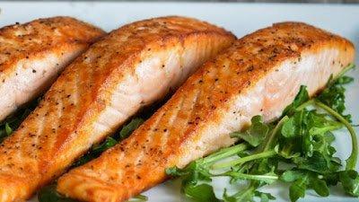 Η κατανάλωση πολλών ψαριών, ιδίως λιπαρών, μειώνει τον κίνδυνο πρόωρου τοκετού