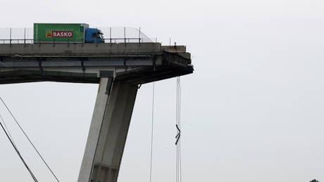 Η μαρτυρία του ανθρώπου που κατά λάθος κατέγραψε την κατάρρευση της γέφυρας (vid&pics)