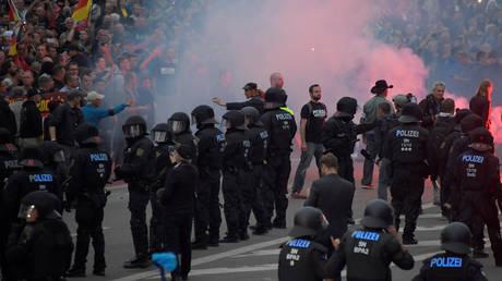 Κέμνιτς: Η γερμανική πόλη ταλαντεύεται ανάμεσα στην αγάπη και το μίσος