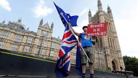 Κίνδυνος για τους τραπεζικούς λογαριασμούς των Βρετανών λόγω Brexit