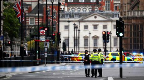 Λονδίνο: Αυτοκίνητο έπεσε στα οδοφράγματα έξω από το Κοινοβούλιο-Αναφορές για τραυματίες