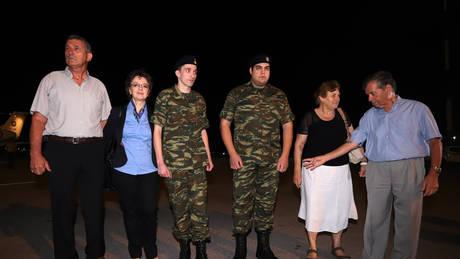 Μετά από αίτημα του εισαγγελέα η αποφυλάκιση των Ελλήνων στρατιωτικών, λένε οι δικηγόροι τους