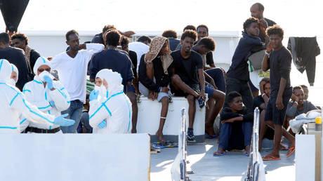 Με αναστολή χρηματοδότησης απειλεί η Ιταλία την ΕΕ αν δεν υπάρξει συμφωνία για τους πρόσφυγες