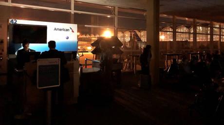 Ουάσινγκτον: Στο σκοτάδι «βυθίστηκε» το αεροδρόμιο «Ρόναλντ Ρίγκαν»