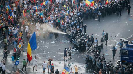 Ρουμανία: Αιματηρές συμπλοκές σε διαδήλωση, πάνω από 400 τραυματίες