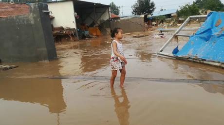 Σε κατάσταση έκτακτης ανάγκης επαρχία της Κίνας λόγω ισχυρών βροχοπτώσεων (vid)