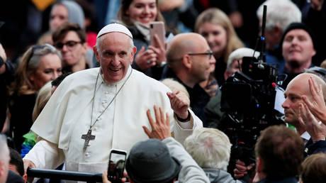 Συνάντηση του Πάπα Φραγκίσκου με θύματα σεξουαλικής κακοποίησης
