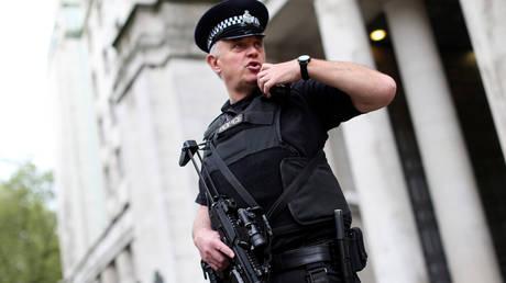 Συναγερμός στο Λονδίνο-Αυτοκίνητο «έπεσε» στα προστατευτικά κιγκλιδώματα στο κοινοβούλιο