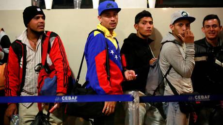 Το Περού σκληραίνει του όρους εισόδου των πολιτών της Βενεζουέλας (pics)