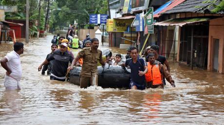 Τραγωδία δίχως τέλος στην Ινδία: Στους 357 οι νεκροί από τις πλημμύρες (pics&vid)