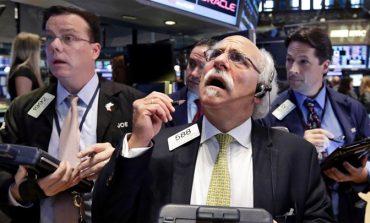 """""""Μπερδεμένη"""" η Wall Street από Fed και δικαστικές αποφάσεις κατά συνεργατών Τραμπ"""