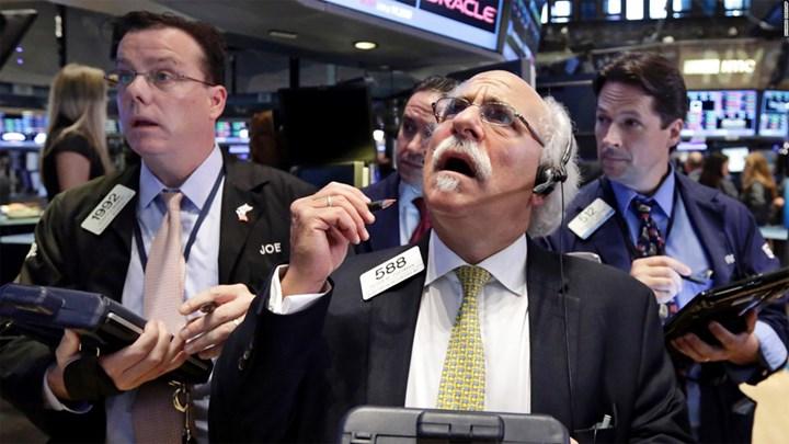«Μπερδεμένη» η Wall Street από Fed και δικαστικές αποφάσεις κατά συνεργατών Τραμπ