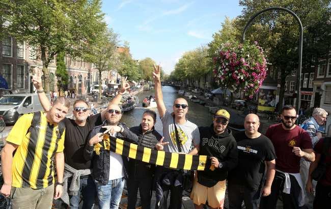 «Κιτρινίζει» το Άμστερνταμ (photos)