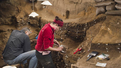 Ανακαλύφθηκε το αρχαιότερο «έργο ζωγραφικής» του Homo sapiens (pics)