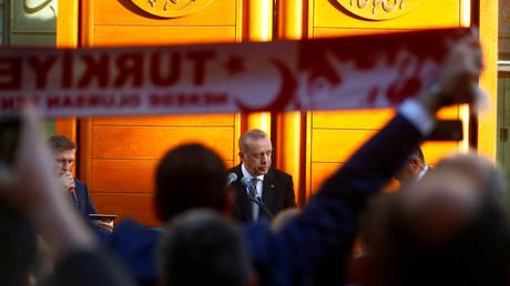 Ερντογάν: Από το «ευχαριστώ» προς τη Μέρκελ στις αιχμές για ρατσισμό