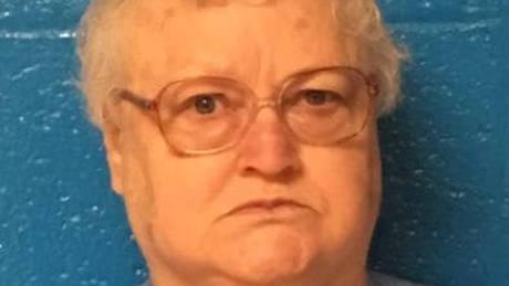 ΗΠΑ: Απέκρυψε το θάνατο της μητέρας της για να παρακολουθήσει τα «στάδια του θανάτου»