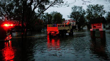 Κυκλώνας Φλόρενς: Πέντε νεκροί και δεκάδες παγιδευμένοι (pics&vid)