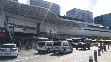 Κωνσταντινούπολη: Παραδόθηκε ο ένοπλος που εισέβαλε σε εμπορικό κέντρο