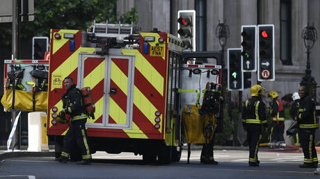 Μεγάλη φωτιά σε κέντρο αναψυχής στο Λονδίνο (vid)