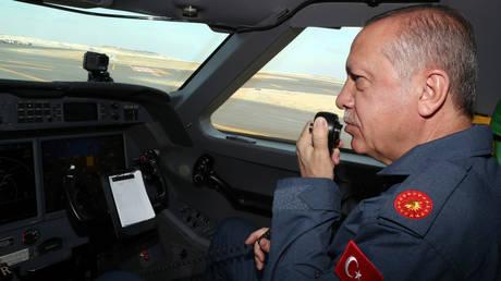 Με στολή πιλότου στο Teknofest της Κωνσταντινούπολης ο Ερντογάν (pics)