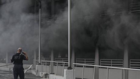 Μπρούκλιν: Μεγάλη φωτιά σε πάρκινγκ εμπορικού κέντρου (pics&vids)