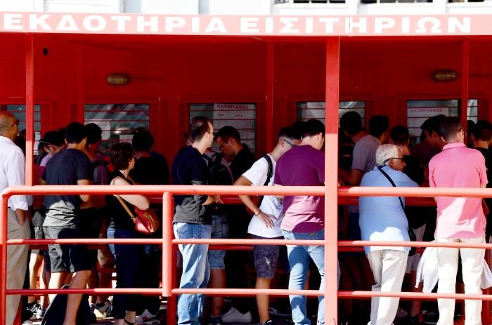Ουρές στο Καραϊσκάκη για τα εισιτήρια με τον ΠΑΟΚ (pics)